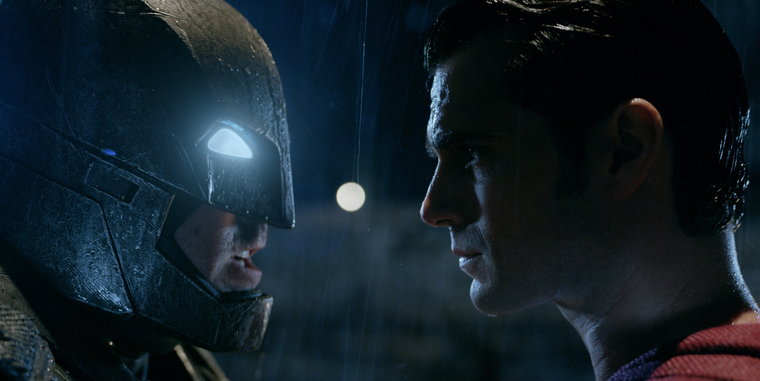 http://cdn1-www.superherohype.com/assets/uploads/gallery/batman-vs-superman/batman-vs-superman-ew-pics-3.jpg